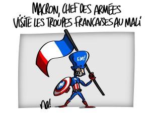 Macron visite les troupes françaises au Mali