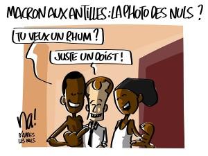 Macron aux Antilles : la photo des Nuls ?