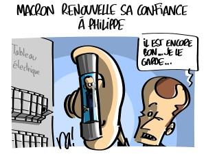Macron renouvelle sa confiance à Philippe
